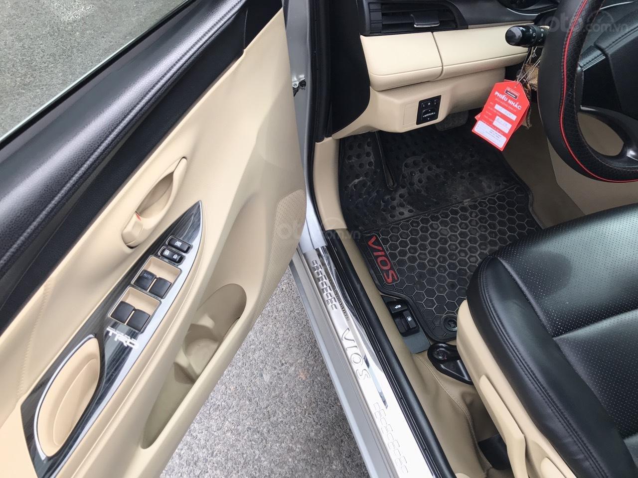 Bán xe Toyota Vios 1.5E CVT 2017, màu bạc, 1 chủ không lỗi nhỏ, xe mới cứng (8)