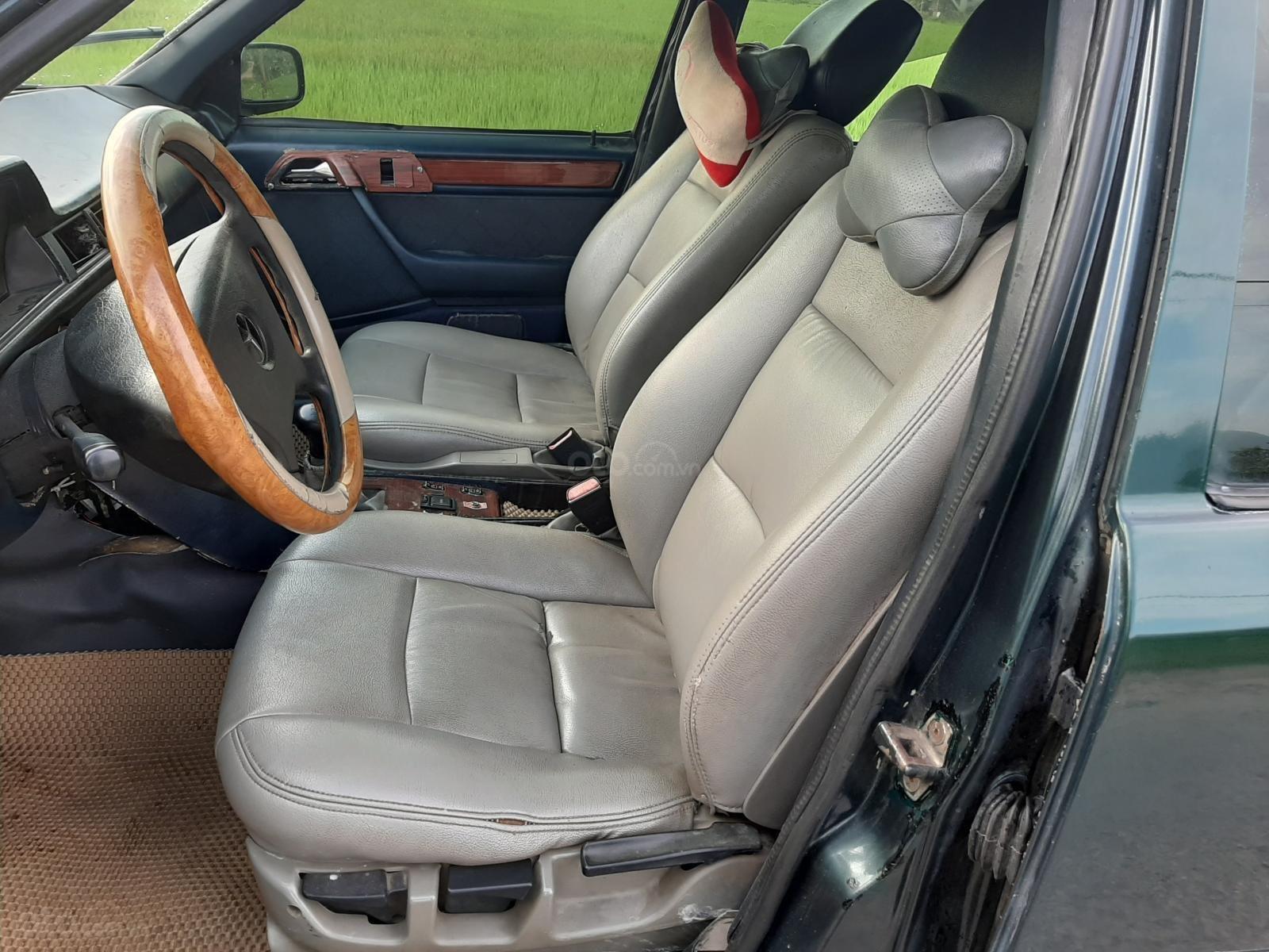 Cần bán xe Mercedes E240 năm 1984, màu xanh lam, xe nhập, giá chỉ 35 triệu (2)