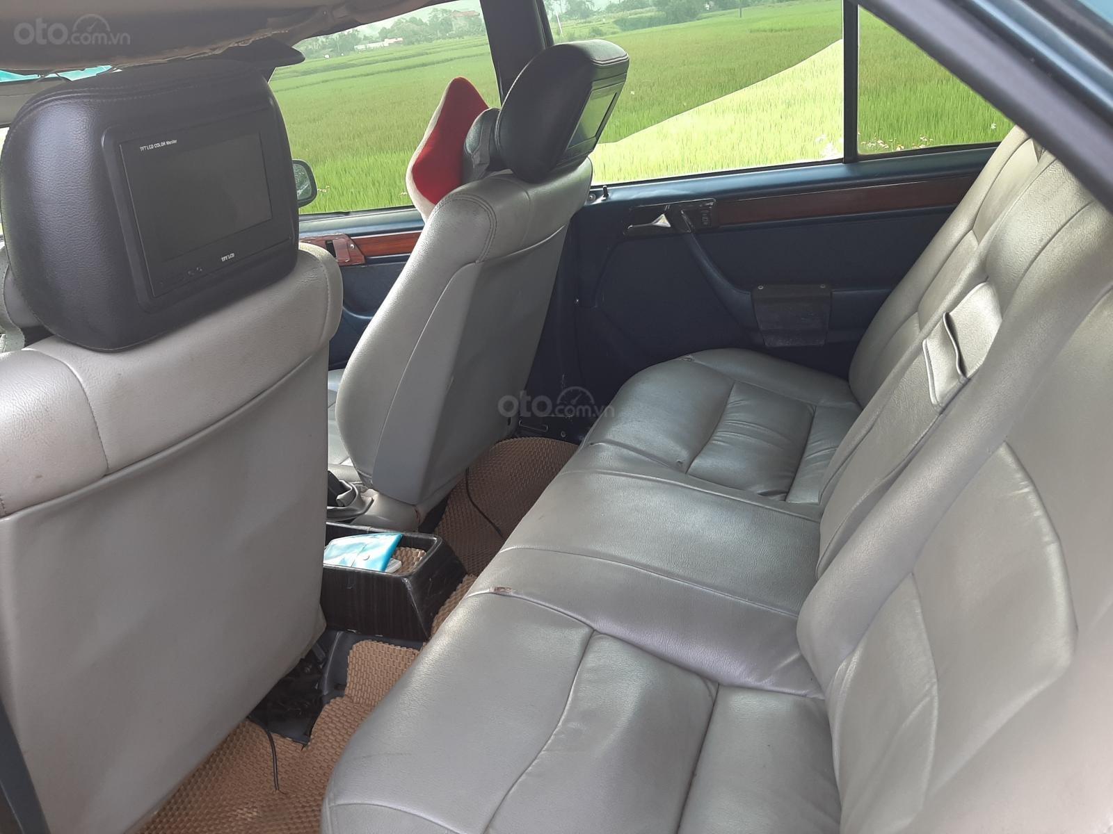 Cần bán xe Mercedes E240 năm 1984, màu xanh lam, xe nhập, giá chỉ 35 triệu (3)