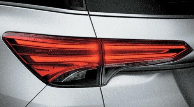 Thiết kế đèn hậu của xe ToyotaFortuner 2020 1