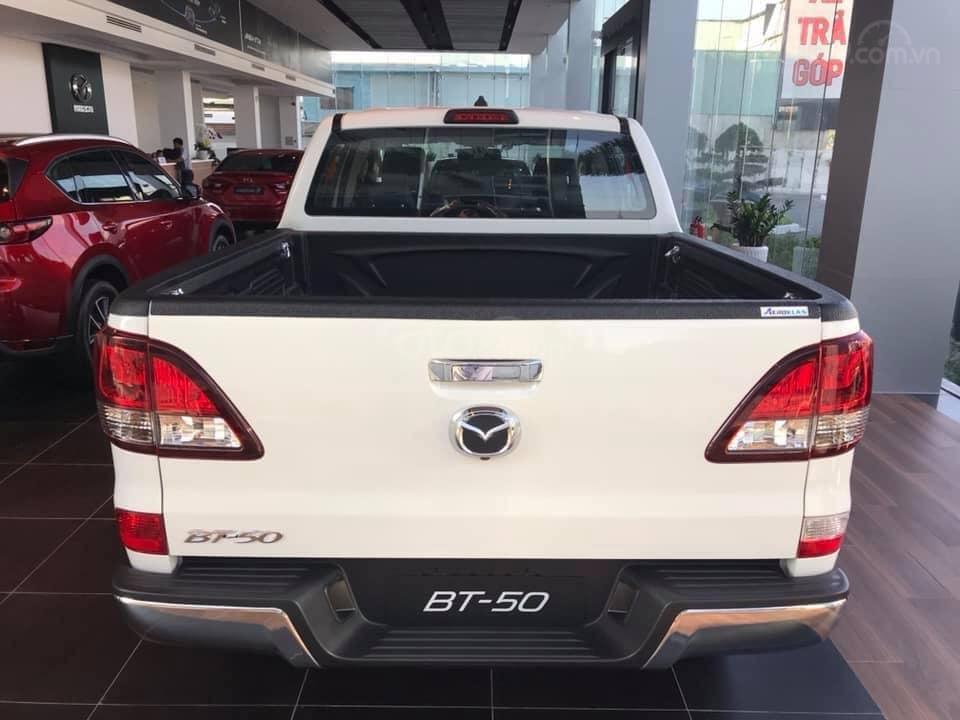 [Mazda Giải Phóng] BT-50 2.2 MT-trắng - sẵn xe giao ngay 0963 854 883 (2)