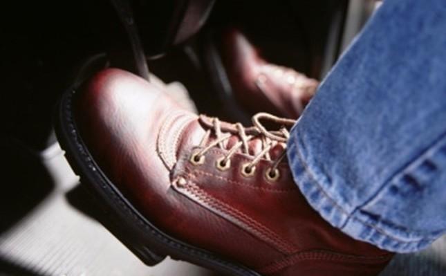 Chọn trang phục khi lái xe ô tô sao cho an toàn và hợp lý? 5a