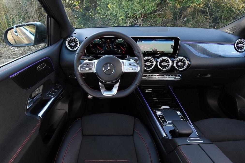 Đánh giá xe Mercedes-Benz B-Class 2020: chính diện khoang nội thất