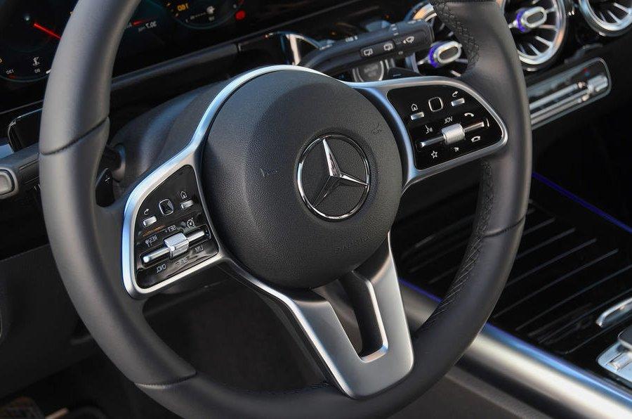 Đánh giá xe Mercedes-Benz B-Class 2020 về trang bị tiện nghi: vô-lăng