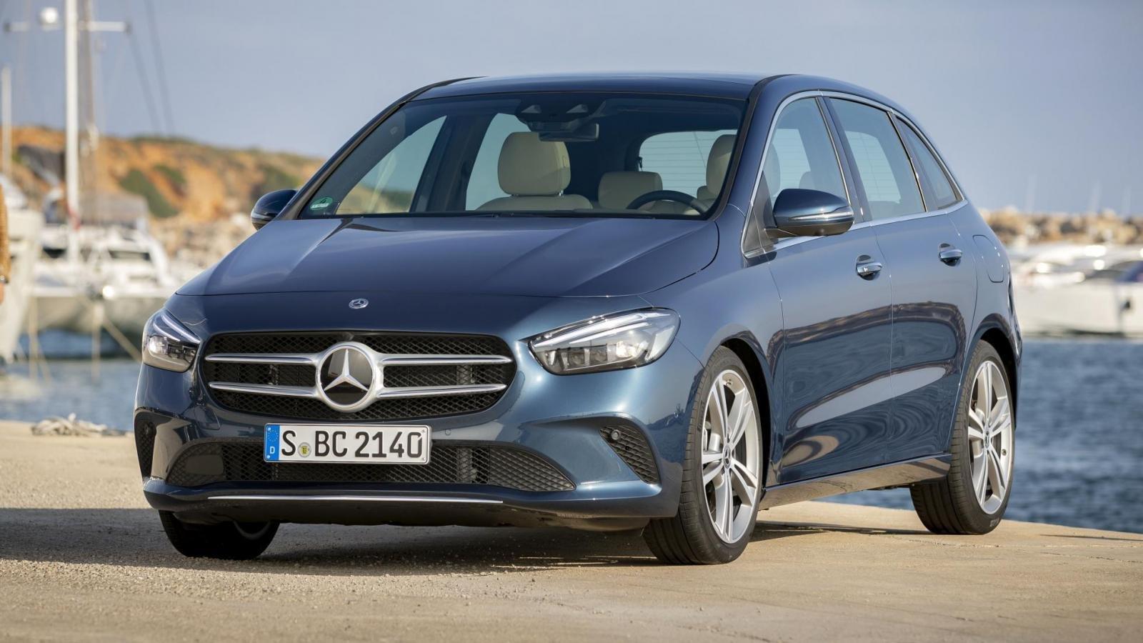 Đánh giá xe Mercedes-Benz B-Class 2020 về đầu xe: góc 3/4 đầu xe