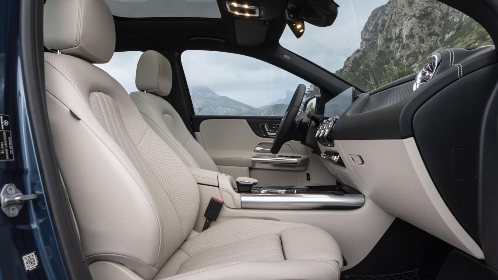 Đánh giá xe Mercedes-Benz B-Class 2020 về ghế ngồi: ghế trước