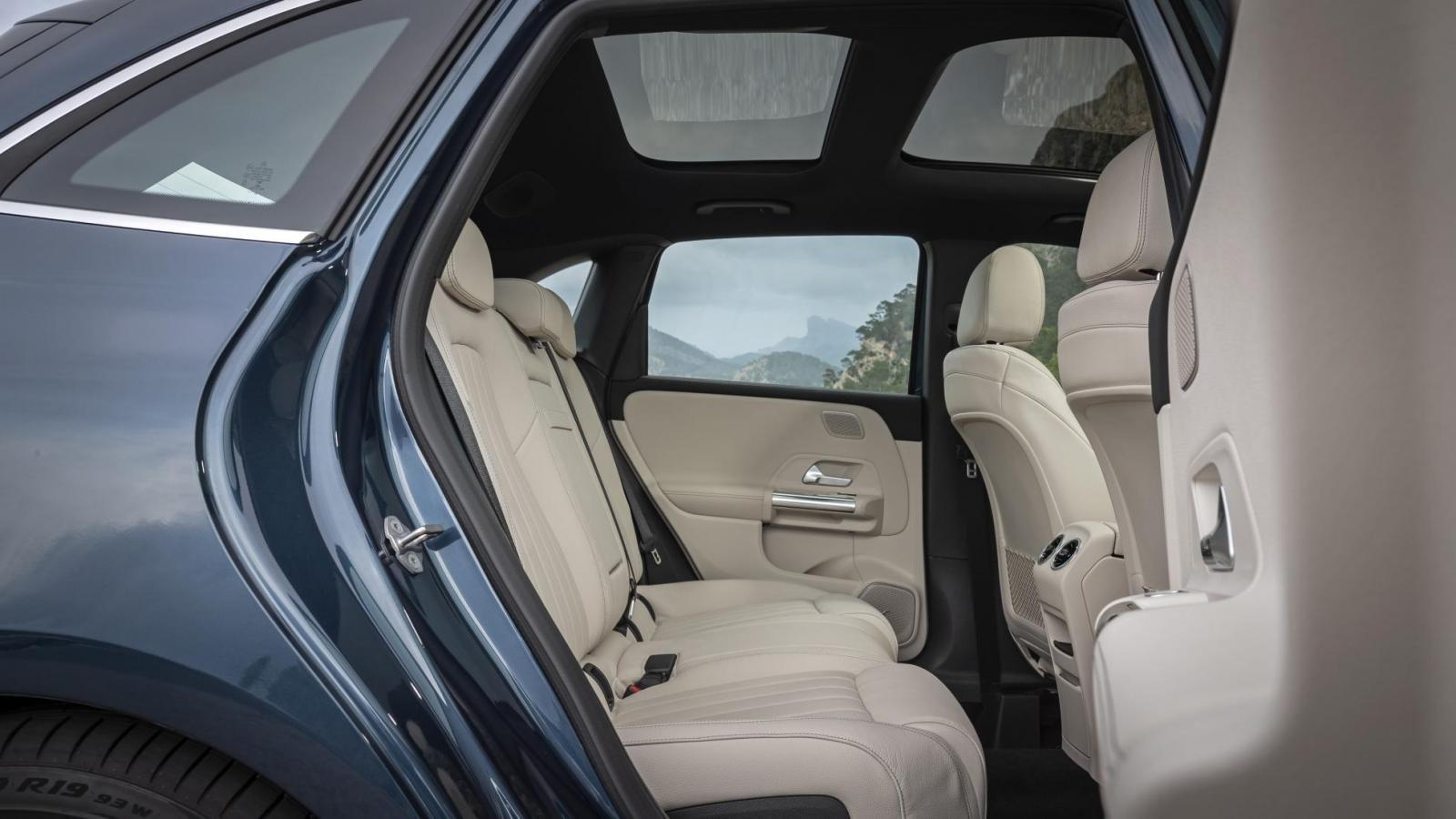 Đánh giá xe Mercedes-Benz B-Class 2020 về ghế ngồi: ghế sau