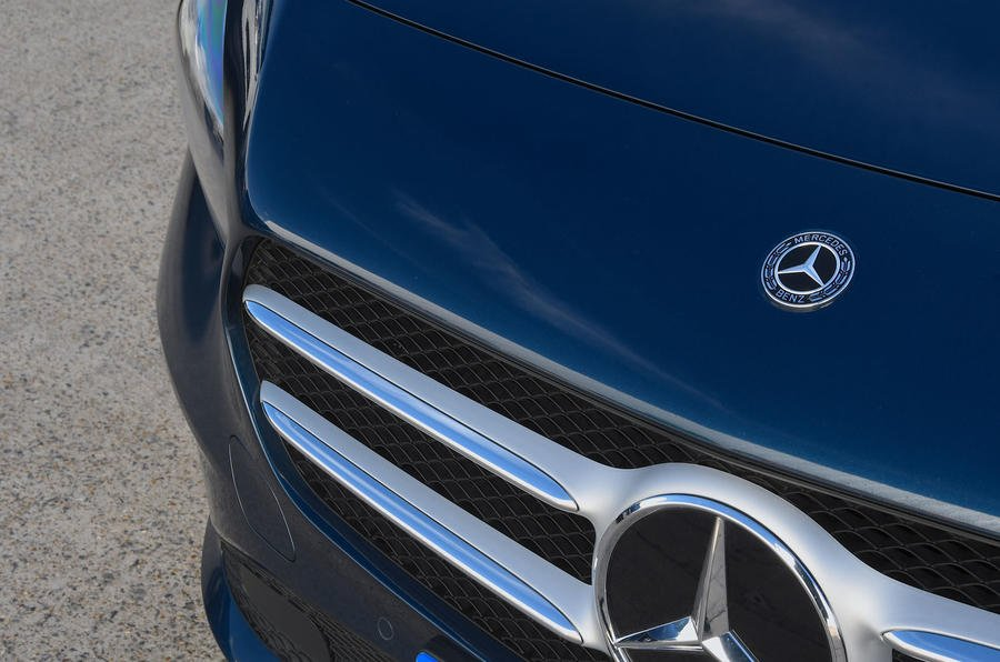 Đánh giá xe Mercedes-Benz B-Class 2020 về đầu xe: lưới tản nhiệt