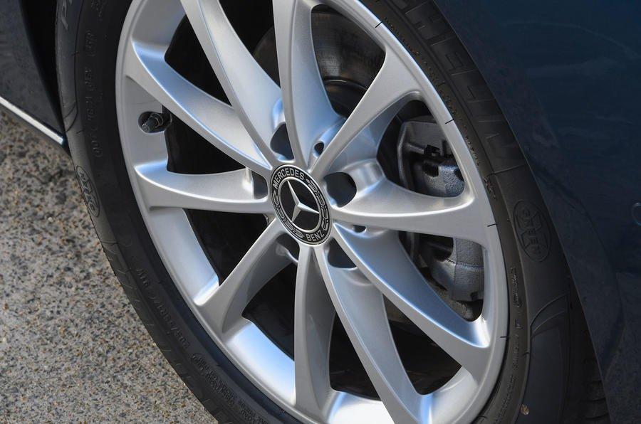 Đánh giá xe Mercedes-Benz B-Class 2020 về thân xe: mâm bánh xe