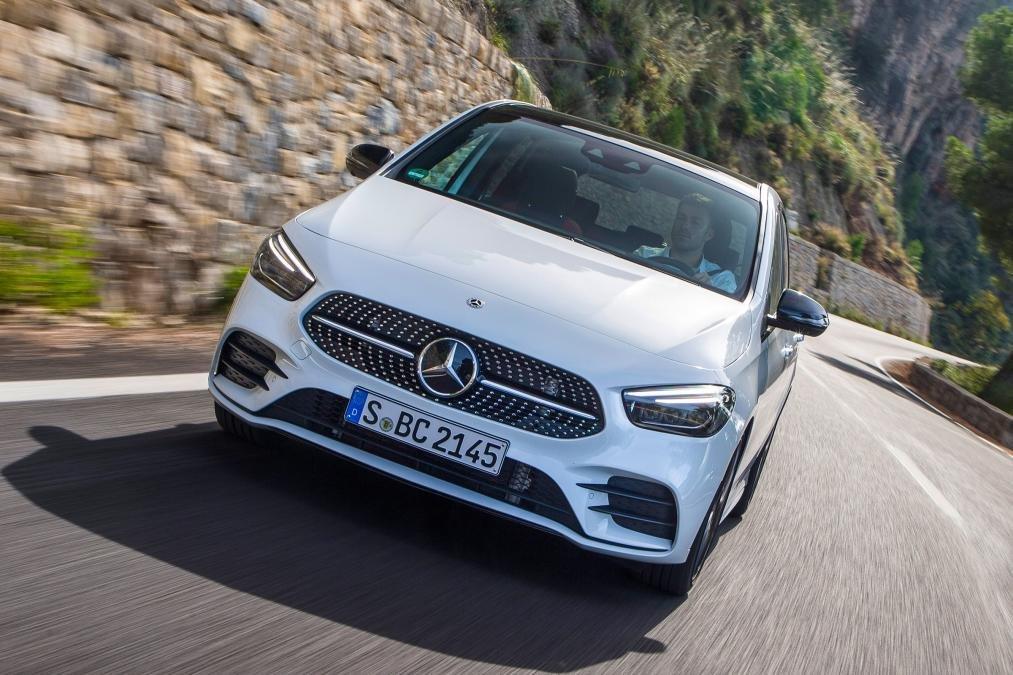 Đánh giá xe Mercedes-Benz B-Class 2020 về vận hành: chính diện đầu xe