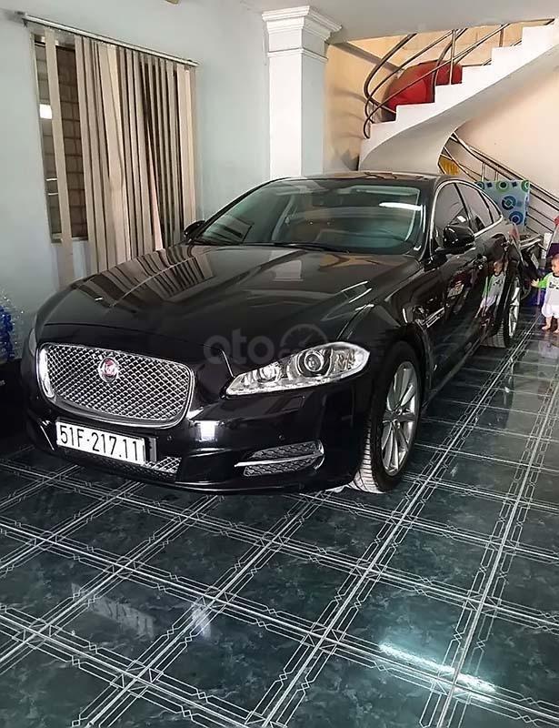 Xe Jaguar XJ series  2.0 sản xuất năm 2014, màu đen, xe nhập chính chủ (1)