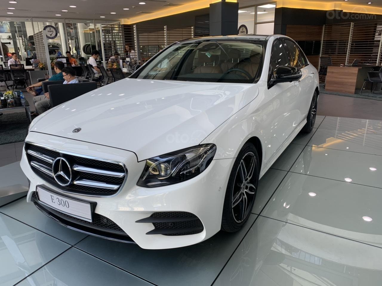 Cần bán Mercedes E 300 AMG 2019 xe sẵn ưu đãi cực khủng (3)