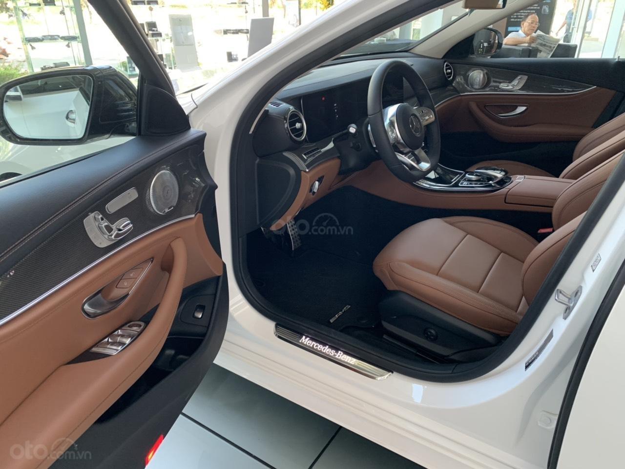 Cần bán Mercedes E 300 AMG 2019 xe sẵn ưu đãi cực khủng (6)