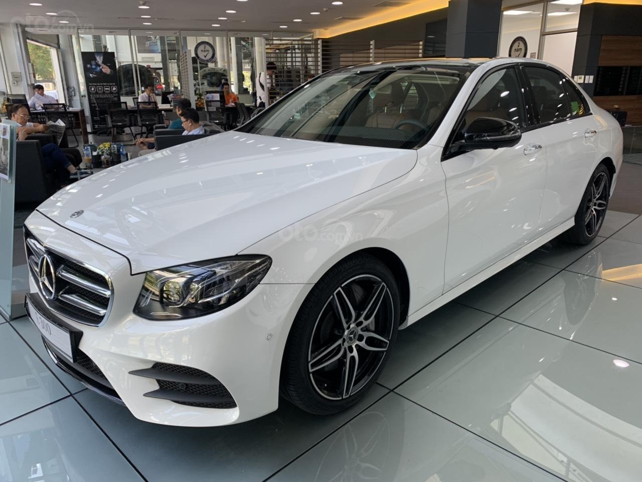 Cần bán Mercedes E 300 AMG 2019 xe sẵn ưu đãi cực khủng (2)