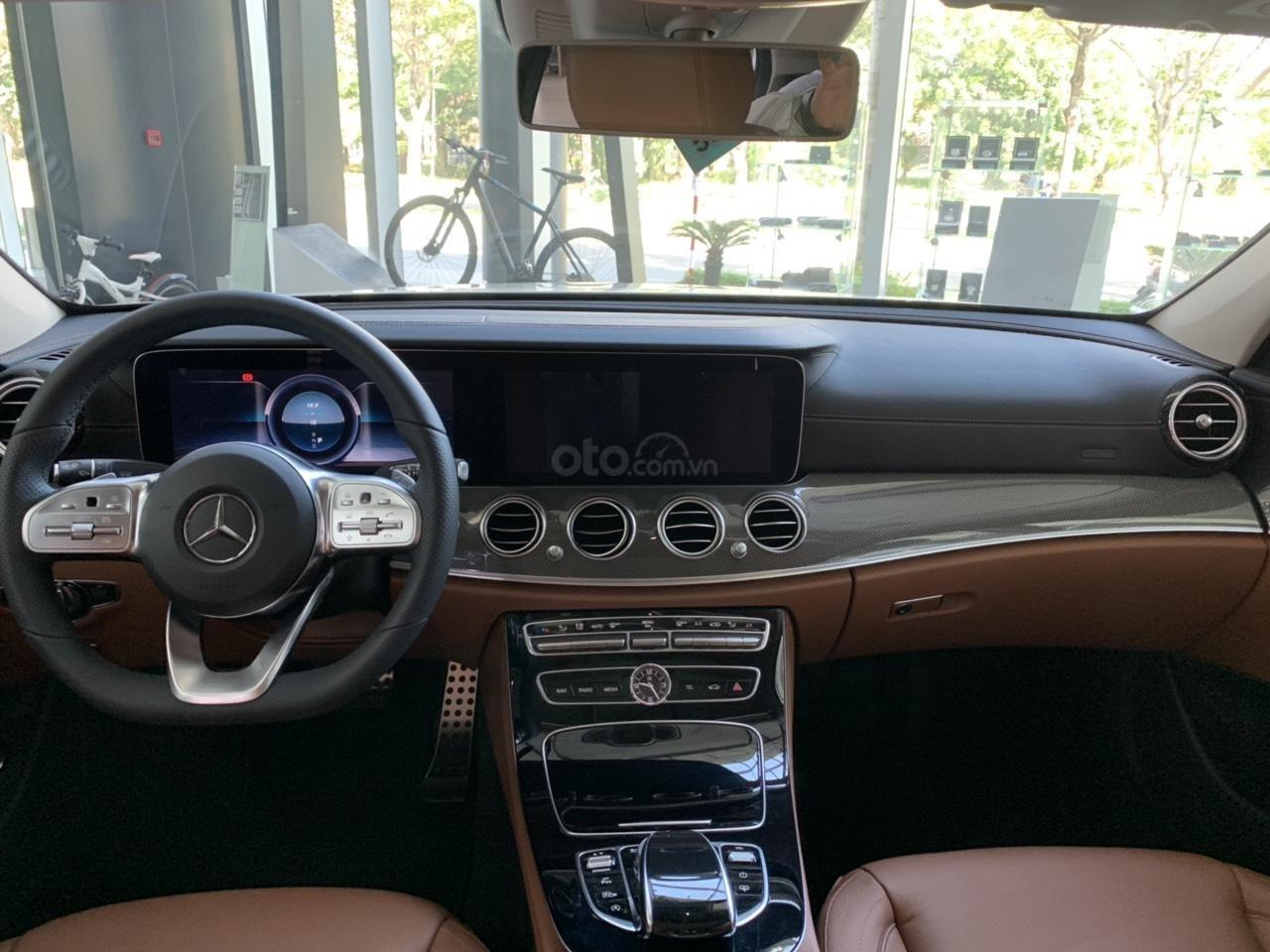 Cần bán Mercedes E 300 AMG 2019 xe sẵn ưu đãi cực khủng (8)