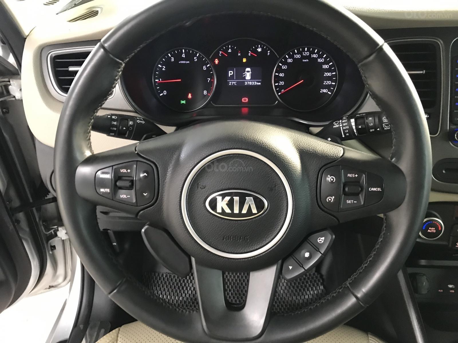 Bán Kia Rondo GAT 2.0AT màu bạc số tự động sản xuất 2017 đi 37000km (7)