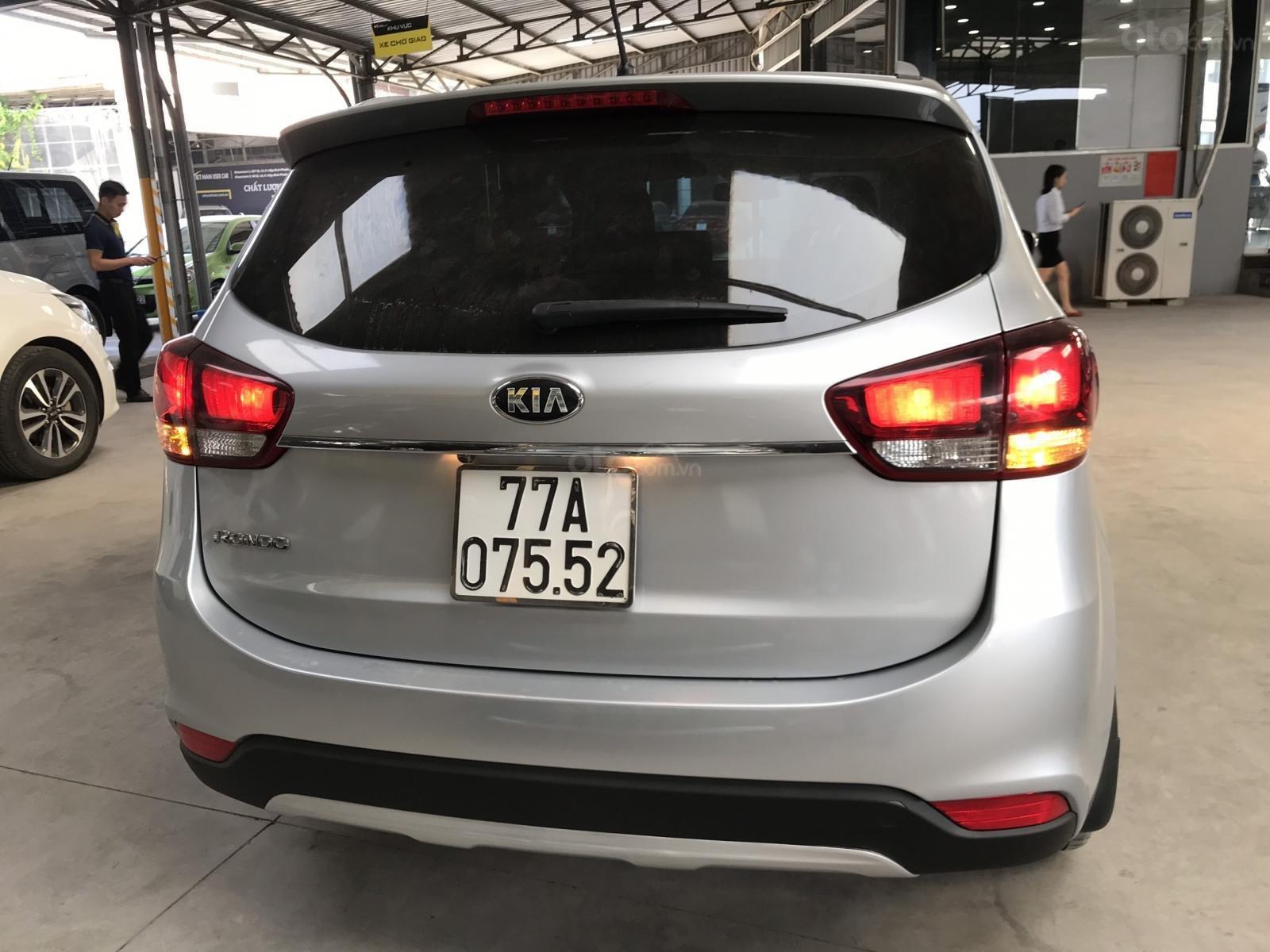 Bán Kia Rondo GAT 2.0AT màu bạc số tự động sản xuất 2017 đi 37000km (6)