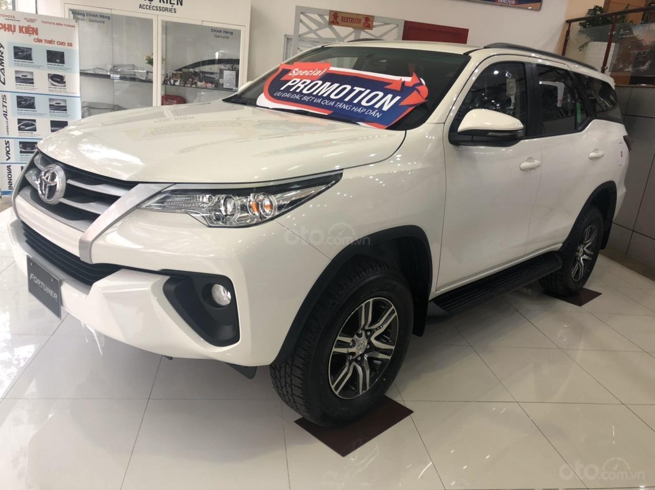 Toyota Bến Thành - Xả hàng cuối năm chiếc xe Toyota Fortuner đời 2019, màu trắng  (2)