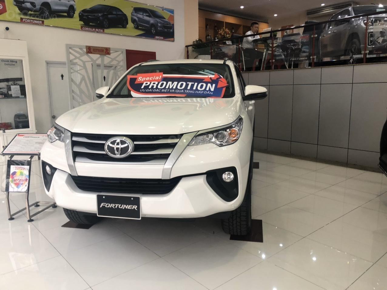 Toyota Bến Thành - Xả hàng cuối năm chiếc xe Toyota Fortuner đời 2019, màu trắng  (3)