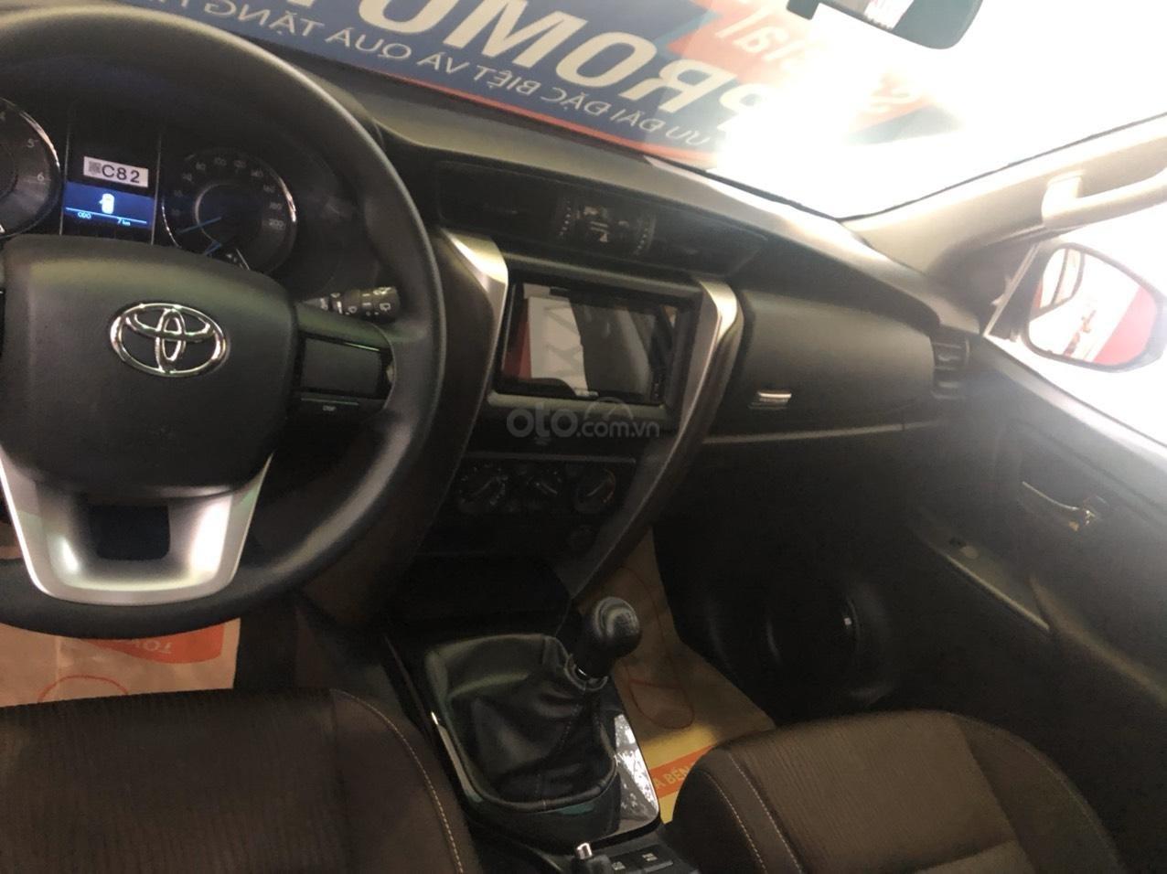 Toyota Bến Thành - Xả hàng cuối năm chiếc xe Toyota Fortuner đời 2019, màu trắng  (5)