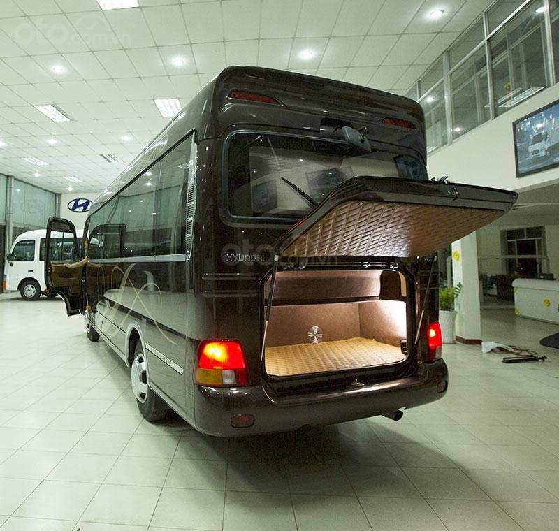 Bán nhanh xe mẫu Hyundai County 16 ghế Limousine vip, nội thất cao cấp, giá siêu hấp dẫn - trả trước 25% nhận xe (2)