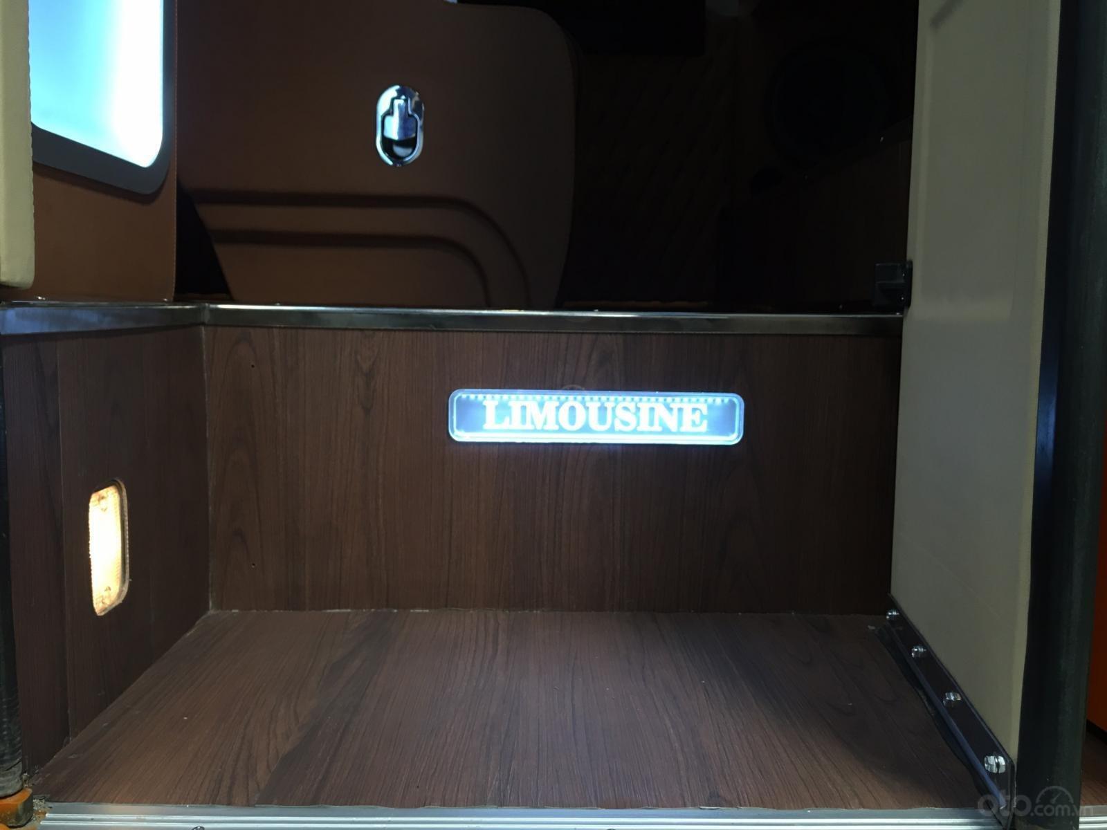 Bán nhanh xe mẫu Hyundai County 16 ghế Limousine vip, nội thất cao cấp, giá siêu hấp dẫn - trả trước 25% nhận xe (8)