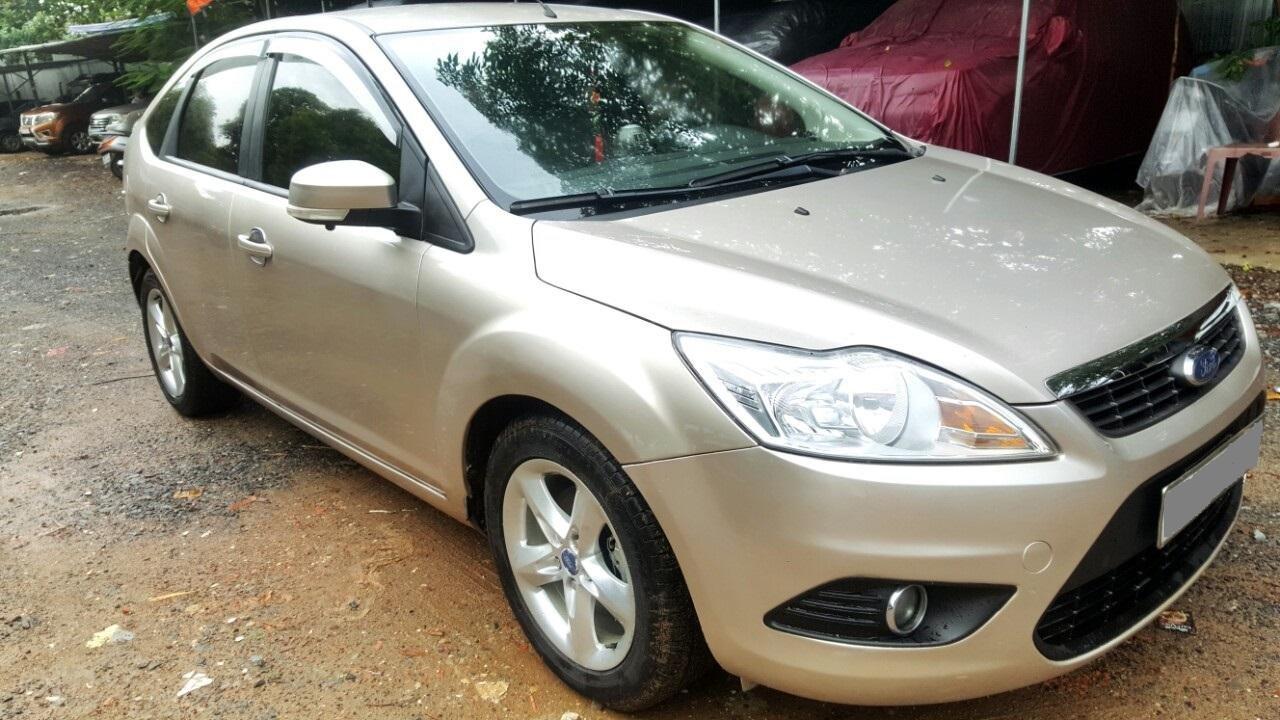 Cần bán xe Ford Focus sản xuất 2011, màu bạc, giá chỉ 308 triệu (3)