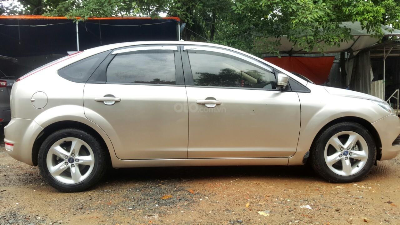 Cần bán xe Ford Focus sản xuất 2011, màu bạc, giá chỉ 308 triệu (4)