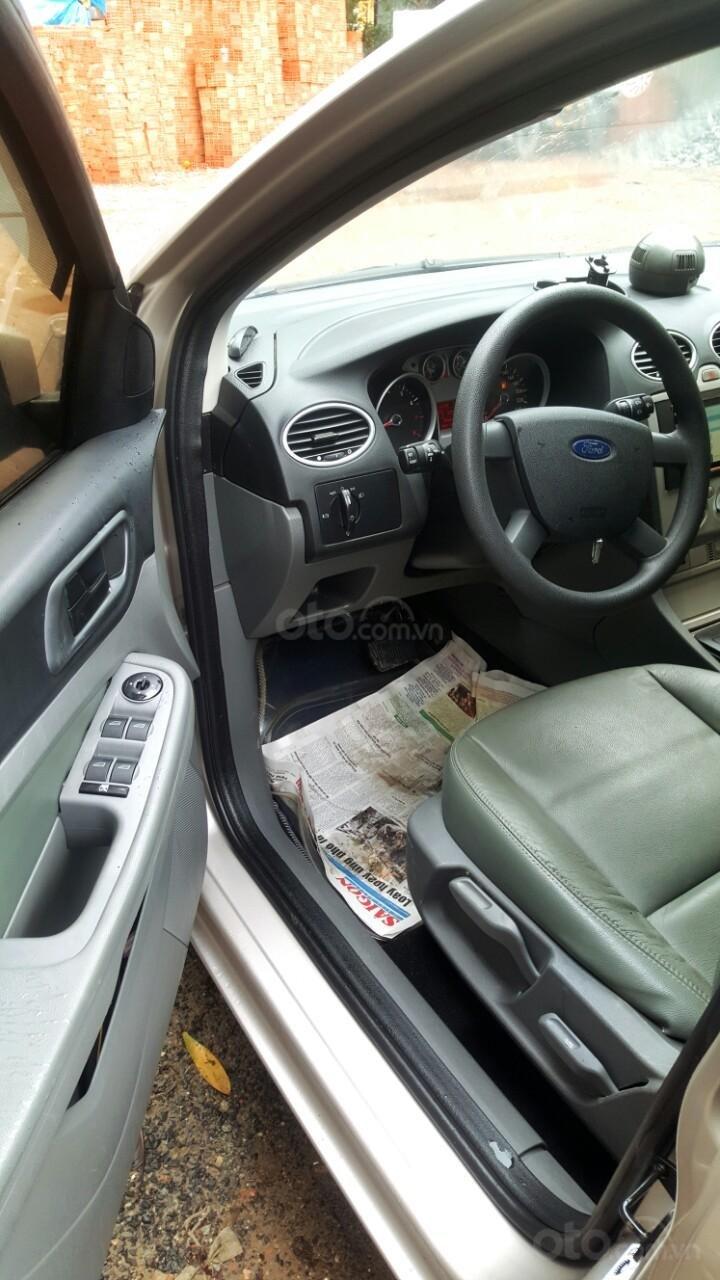 Cần bán xe Ford Focus sản xuất 2011, màu bạc, giá chỉ 308 triệu (7)