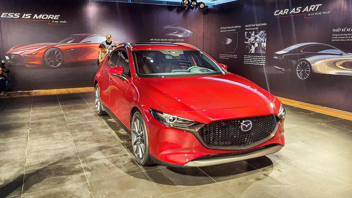So sánh qua ảnh xe Mazda 3 Sport 2020 và đời cũ a1