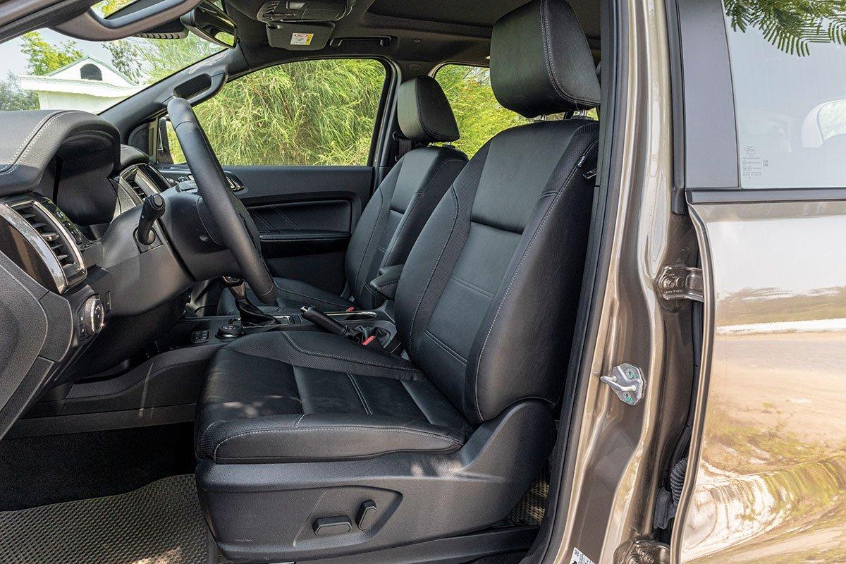 Hàng ghế đầu tiên của Ford Everest 2020