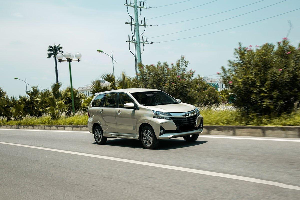 Kia Rondo 2019 là lựa chọn tốtcho gia đìnhđông thành viên,còn Toyota Avanza hợp với kinh doanh dịch vụ vận tải a1