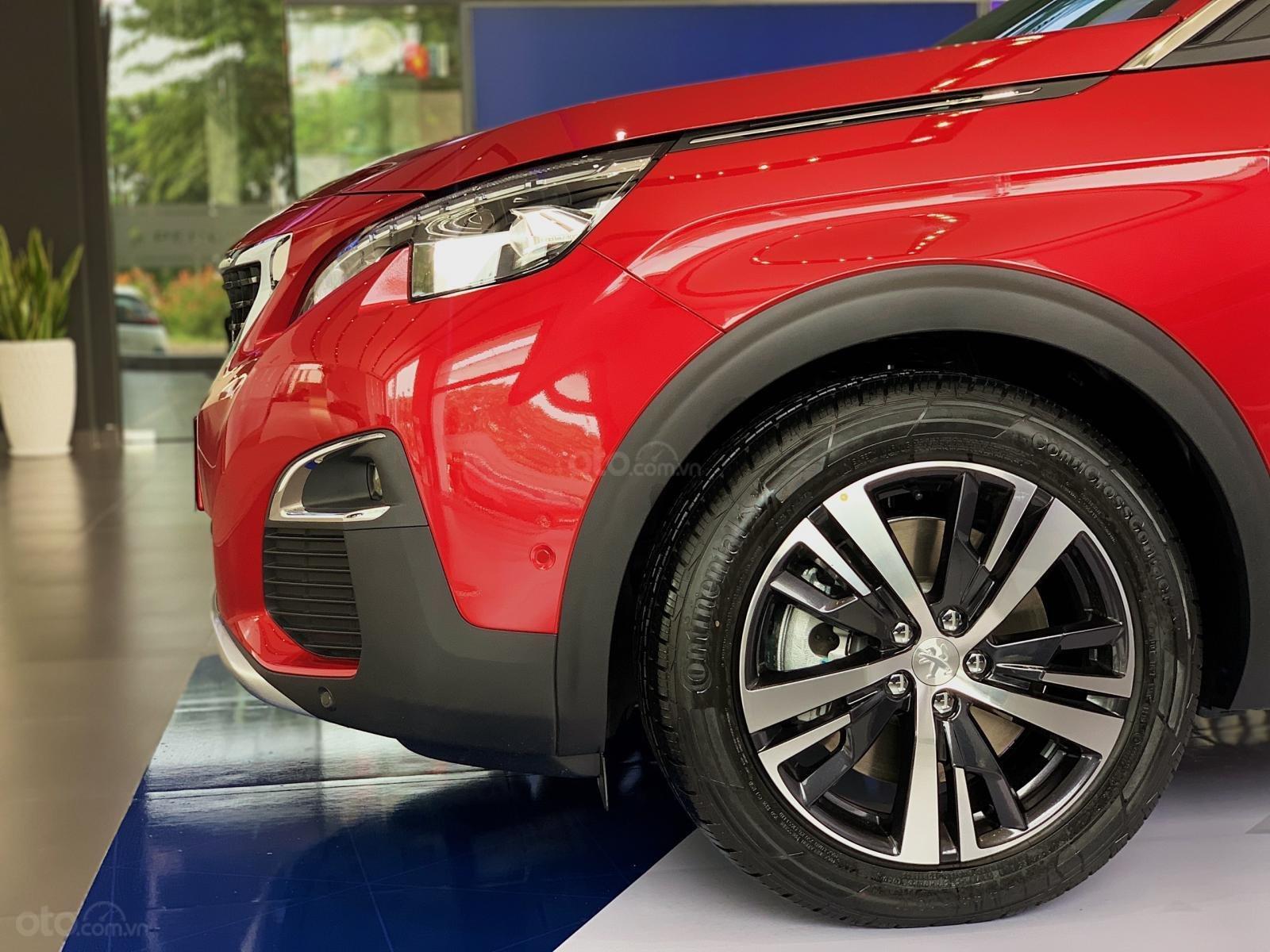 Cần bán nhanh chiếc xe Peugeot 5008 năm 2019, màu đỏ - Có sẵn xe - Giao nhanh toàn quốc (9)