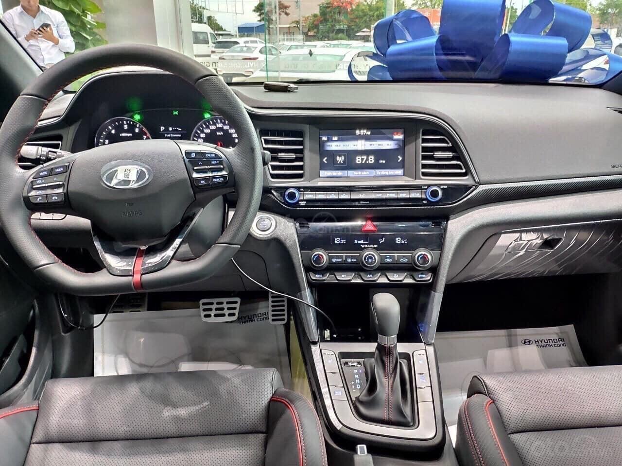 Bán Hyundai Elantra 2019, giá chỉ từ 535 triệu (1)