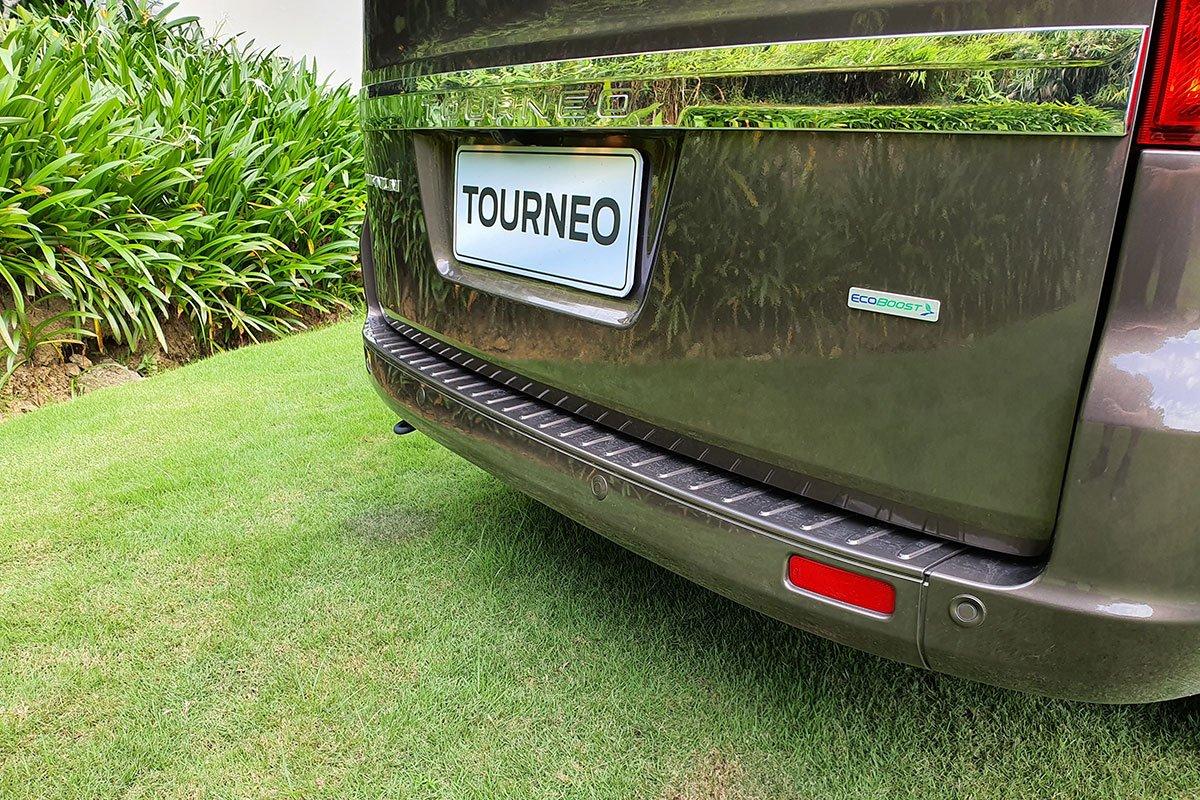 So sánh xe Ford Tourneo 2019 và Toyota Innova 2019 a12