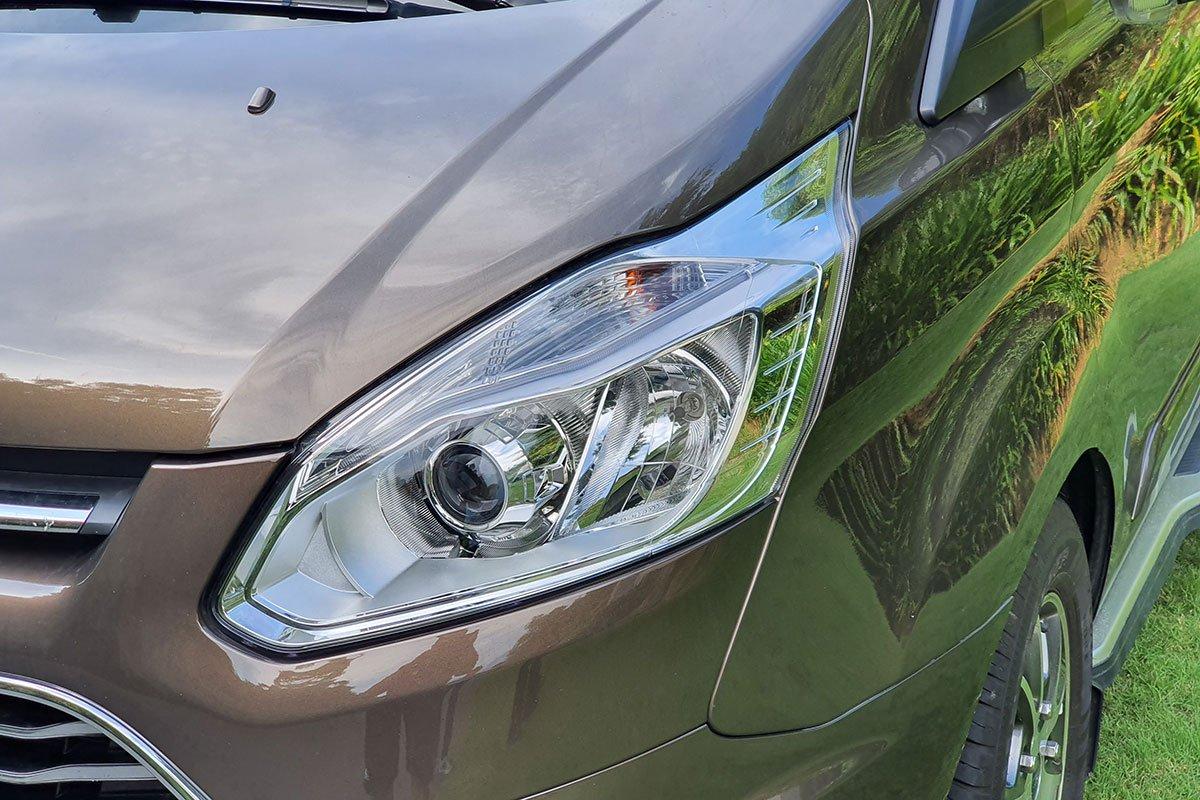 So sánh xe Ford Tourneo 2019 và Toyota Innova 2019 a3