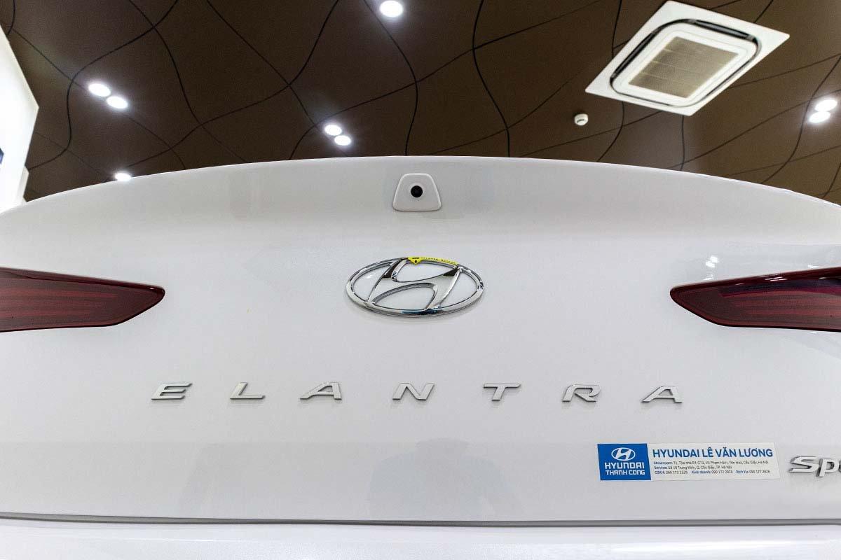 So sánh xe Mazda 3 2020 và Hyundai Elantra 2020:
