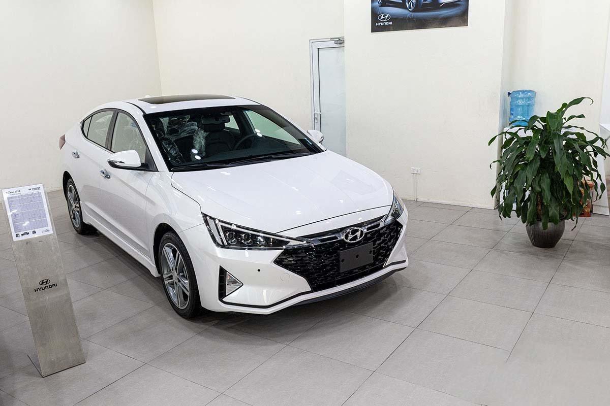 So sánh xe Mazda 3 2020 và Hyundai Elantra 2020:.