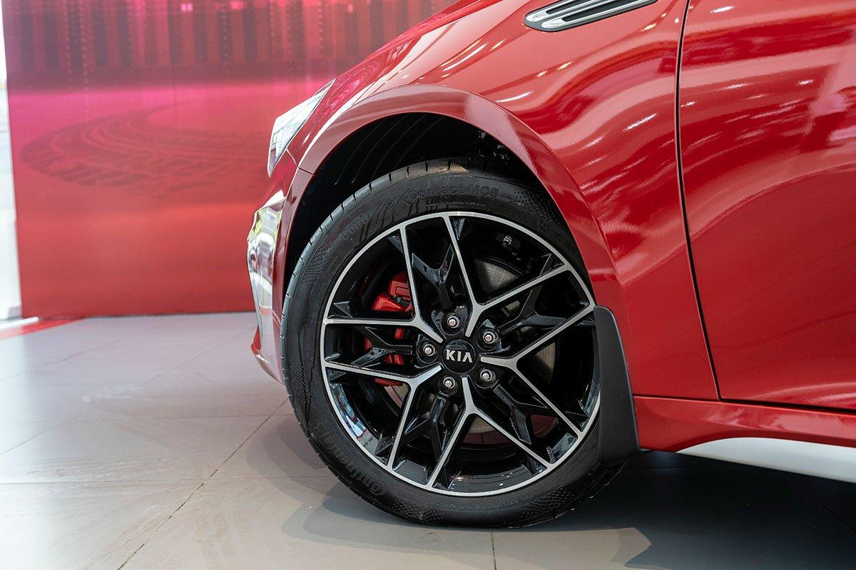 So sánh xe Mazda 3 2020 và Kia Optima 2020 a17