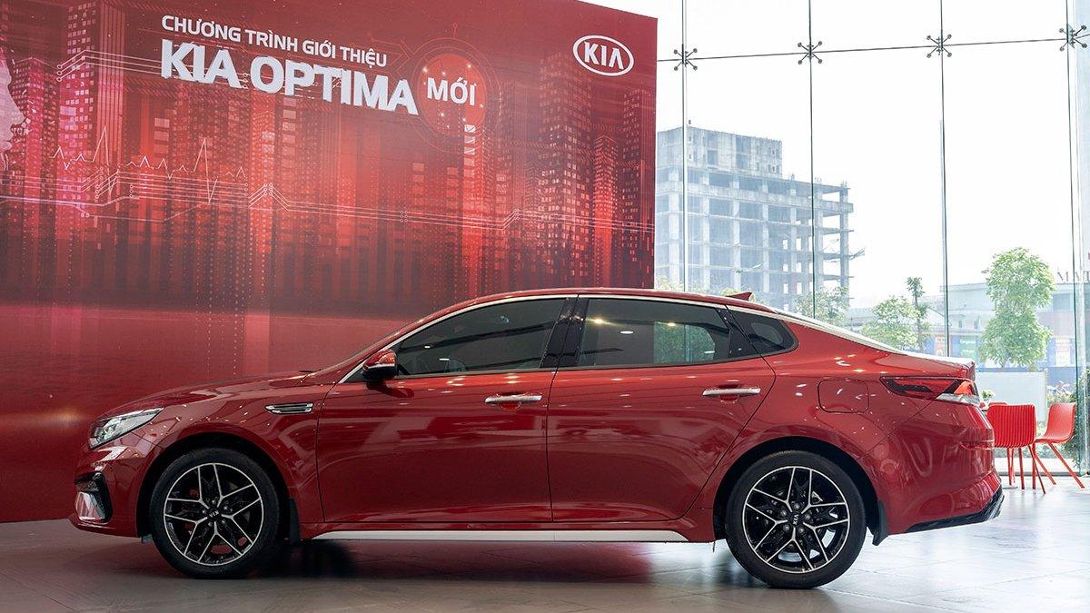 So sánh xe Mazda 3 2020 và Kia Optima 2020 a5
