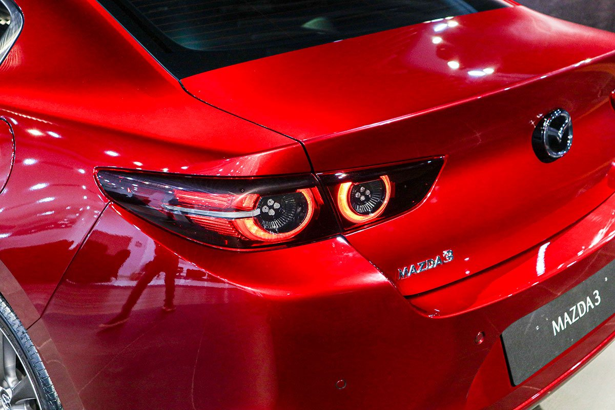 So sánh xe Mazda 3 2020 với Honda Civic RS 2020: a12