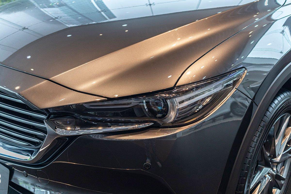 Ảnh chụp đèn pha xe Mazda CX-8 2019