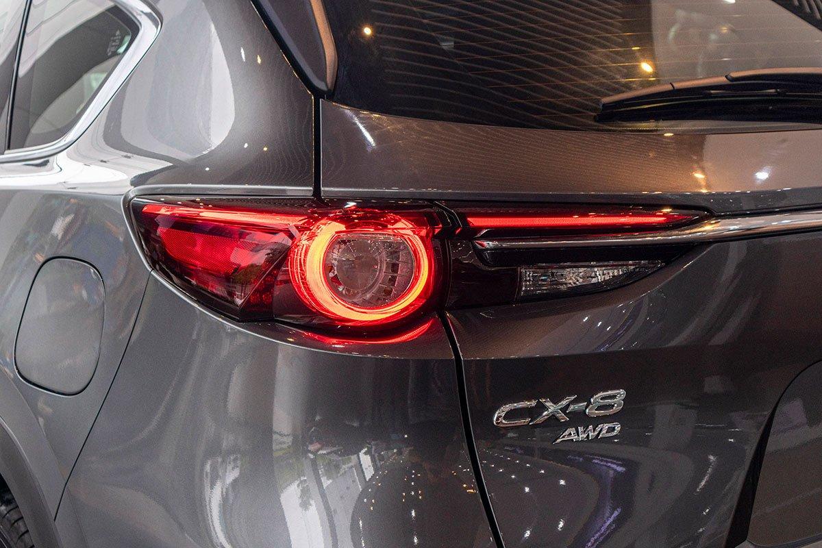 Ảnh chụp đèn hậu xe Mazda CX-8 2019
