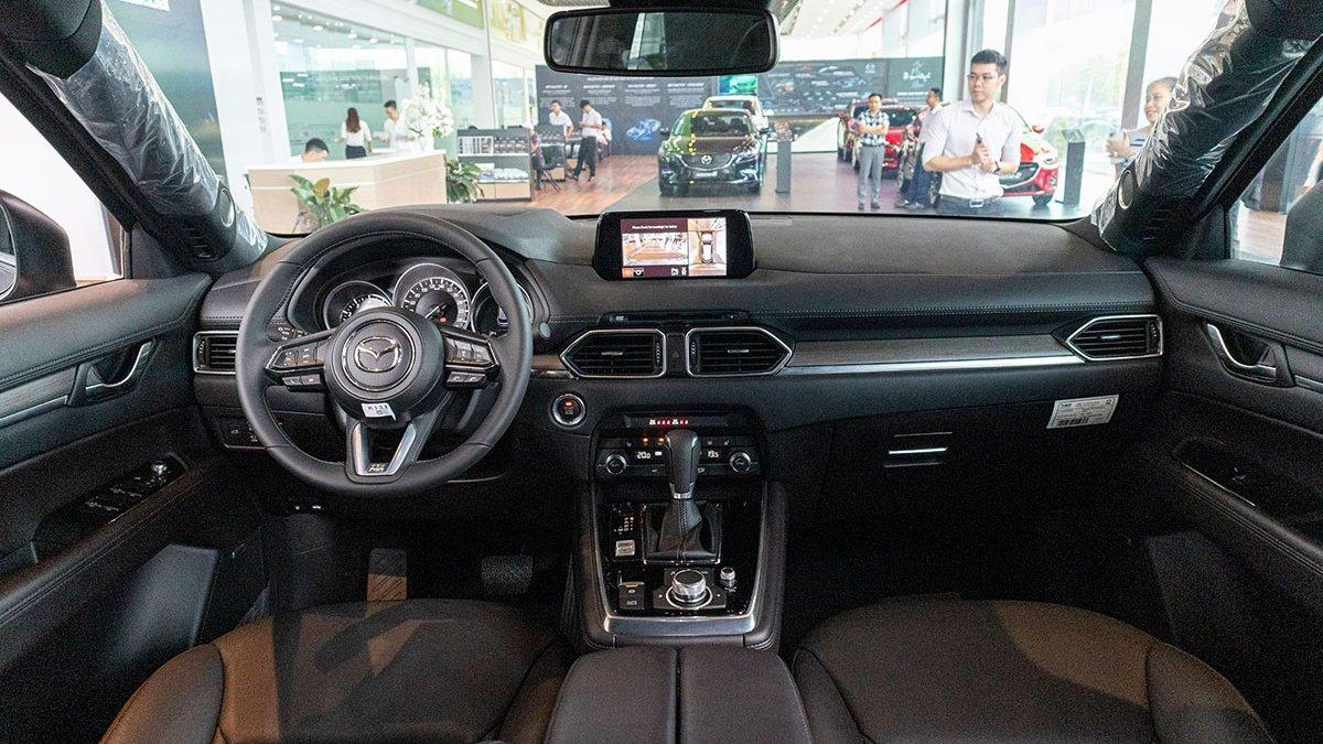 Ảnh chụp nội thất xe Mazda CX-8 2019
