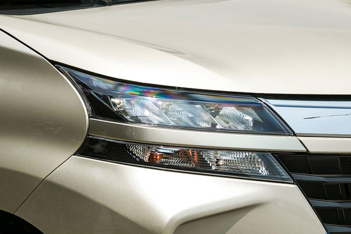 Đánh giá xe Toyota Avanza 2019 1.5 AT: Thiết kế đèn pha LED dạng tầng.
