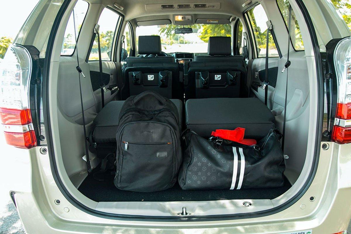 Đánh giá xe Toyota Avanza 2019 1.5 AT: Khoang hành lý khi sử dụng đủ 3 hàng ghế.
