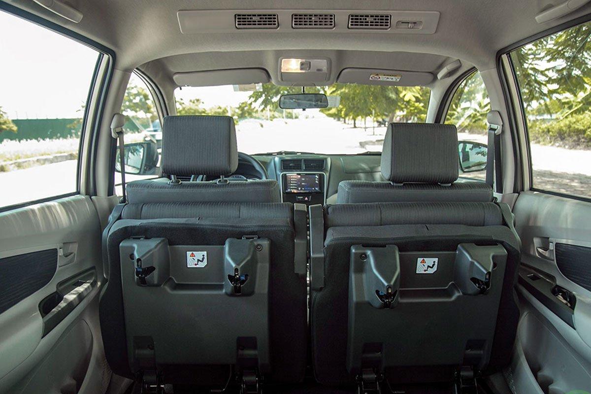 Đánh giá xe Toyota Avanza 2019 1.5 AT: Hàng ghế thứ 2 được gập lật về phía trước.
