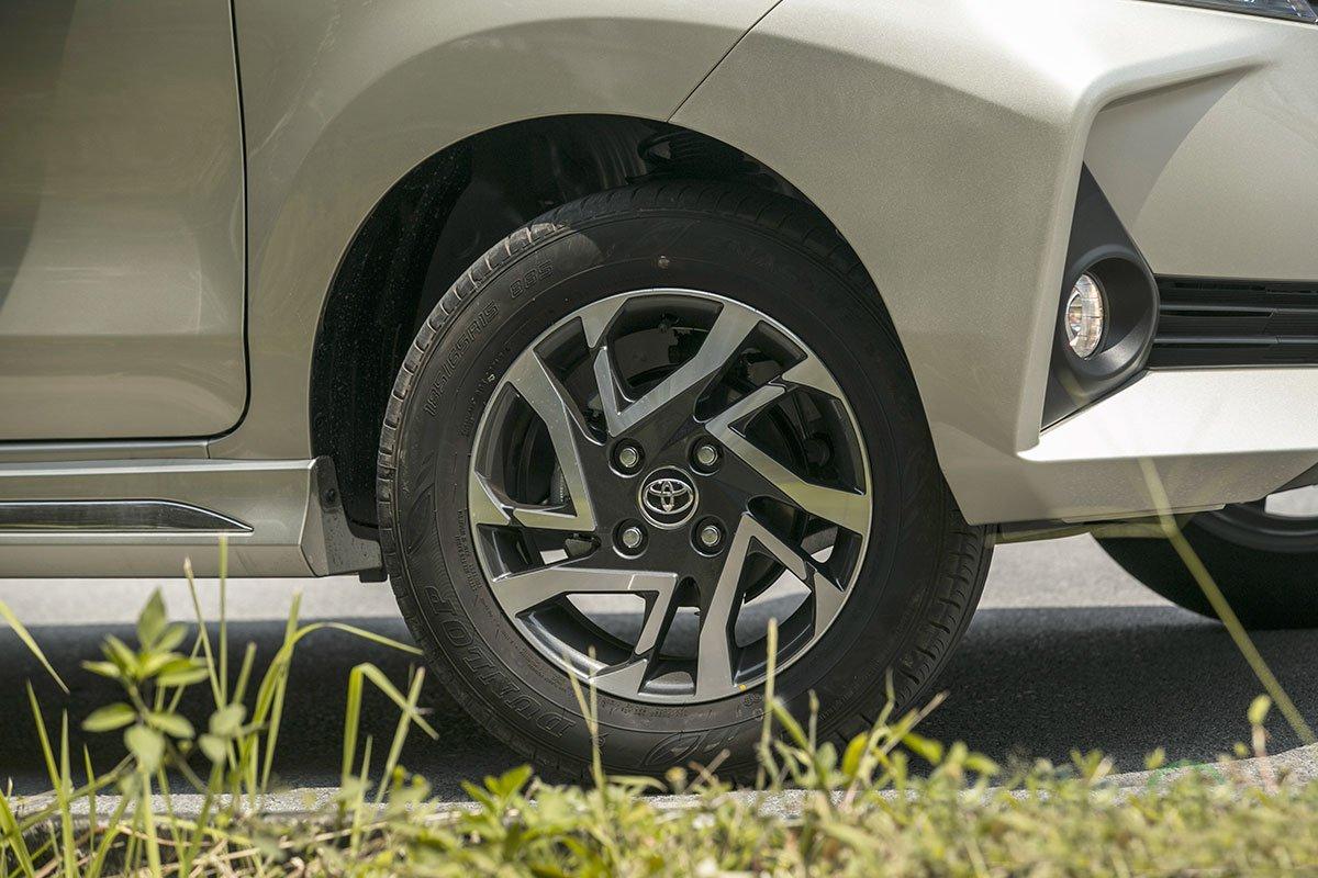 Đánh giá xe Toyota Avanza 2019 1.5 AT: La-zăng mới trông năng động hơn.