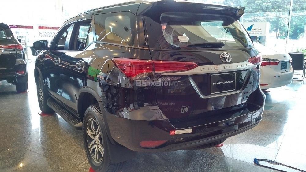 Toyota Fortuner 2.4G MT - 963 triệu - Đủ màu - Ưu đãi quà tặng theo xe - Liên hệ 0903598667 (3)