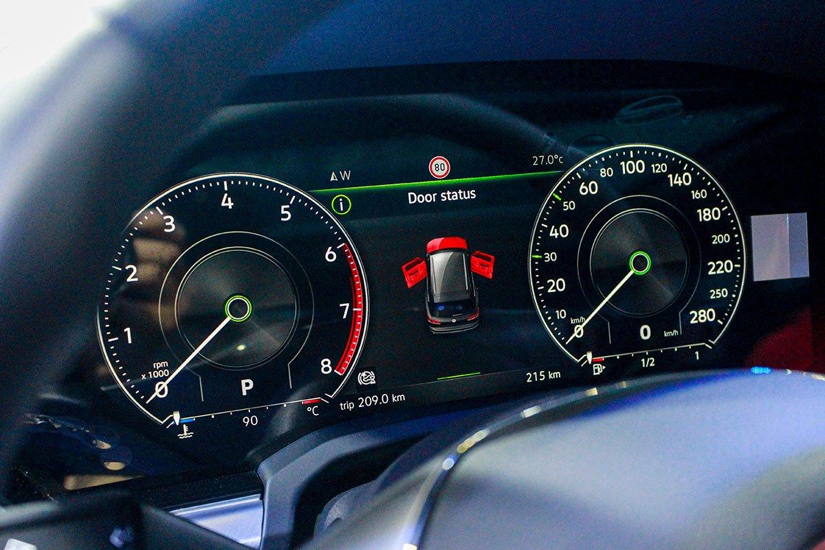 Cụm đồng hồ kỹ thuật số của VW Touareg 2020.